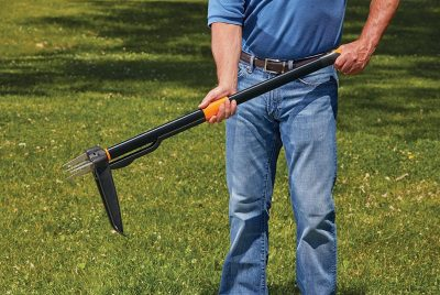 Fiskars 4-Claw Weeder Review